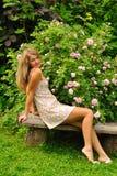 Muchacha en jardín del verano Imagenes de archivo