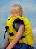 Muchacha en la aire-chaqueta amarilla Fotos de archivo libres de regalías
