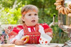 Muchacha en la alineada nacional rusa Fotografía de archivo