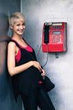 Muchacha en la cabina de teléfono Foto de archivo libre de regalías