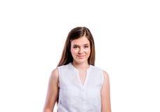 Muchacha en la camisa blanca, mujer hermosa joven, tiro del estudio Imagenes de archivo