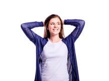 Muchacha en la camiseta y la rebeca, mujer joven, tiro del estudio Fotografía de archivo
