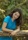 Muchacha en la cerca de madera Fotografía de archivo