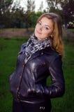 Muchacha en la chaqueta de cuero Fotos de archivo libres de regalías