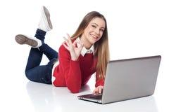 Muchacha en la computadora portátil Imagen de archivo