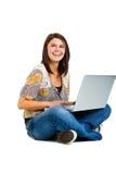 Muchacha en la computadora portátil Foto de archivo