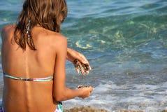 Muchacha en la costa Foto de archivo