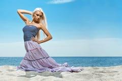 Muchacha en la costa Foto de archivo libre de regalías