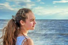 Muchacha en la costa Imagen de archivo libre de regalías