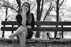 Muchacha en la depresión al aire libre Foto de archivo