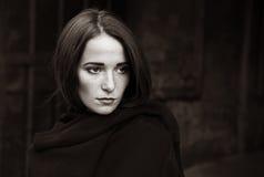 Muchacha en la depresión en fondo oscuro Imagen de archivo libre de regalías