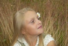 Muchacha en la hierba Imagen de archivo libre de regalías