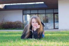 Muchacha en la hierba Fotos de archivo libres de regalías
