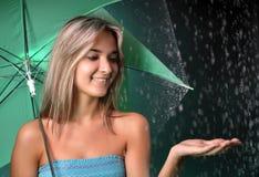 muchacha en la lluvia Imágenes de archivo libres de regalías