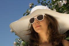 Muchacha en la moda del verano Fotografía de archivo