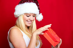 Muchacha en la Navidad con los regalos Fotos de archivo libres de regalías