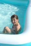 Muchacha en la piscina 2 fotografía de archivo