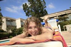 Muchacha en la piscina Fotografía de archivo