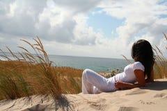 Muchacha en la playa Imagen de archivo