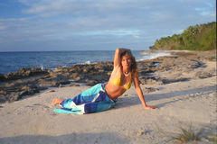 Muchacha en la playa 2 de St.Croix fotografía de archivo libre de regalías