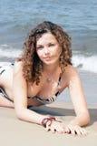 Muchacha en la playa arenosa Imágenes de archivo libres de regalías