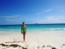 Muchacha en la playa del mar Foto de archivo libre de regalías
