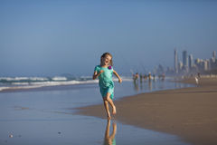 Muchacha en la playa en Gold Coast Fotografía de archivo