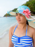 Muchacha en la playa en la isla de Similan, Tailandia Fotografía de archivo