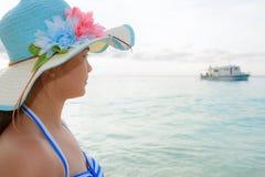 Muchacha en la playa en la isla de Similan, Tailandia Fotos de archivo