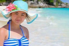Muchacha en la playa en Tailandia Imagen de archivo