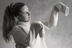 Muchacha en la posición del predicador Imagen de archivo
