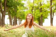 Muchacha en la primavera al aire libre Imagenes de archivo
