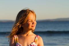 Muchacha en la puesta del sol Fotos de archivo libres de regalías