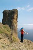 Muchacha en la roca sobre el mar Imágenes de archivo libres de regalías