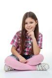 Muchacha en la sentada del suéter Imagenes de archivo