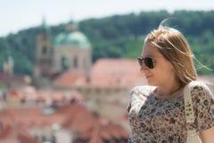 Muchacha en las calles de Praga Imágenes de archivo libres de regalías