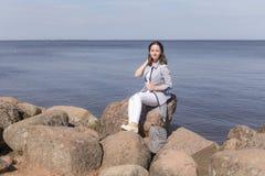 Muchacha en las rocas Imagen de archivo libre de regalías