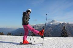 Muchacha en los esquís Foto de archivo libre de regalías