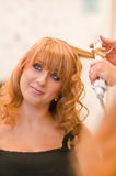 Muchacha en los peluqueros Fotos de archivo libres de regalías