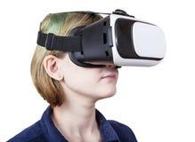 Muchacha en los vidrios de la realidad virtual aislados Fotos de archivo