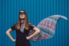 Muchacha en máscara negra del super héroe Fotografía de archivo