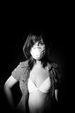 Muchacha en máscara protectora fotos de archivo