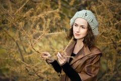 Muchacha en otoño Fotografía de archivo libre de regalías