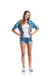 Muchacha en pantalones cortos y camisa, brazos en las caderas, aisladas Fotografía de archivo libre de regalías