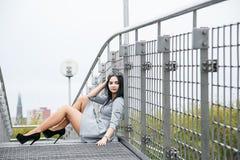 Muchacha en parque/chica joven en un paseo /Warsaw/ imagenes de archivo