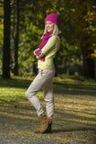 Muchacha en parque en otoño Fotografía de archivo