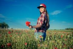 Muchacha en Poppy Field fotos de archivo libres de regalías