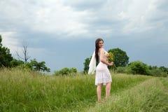 Muchacha en prado Foto de archivo libre de regalías