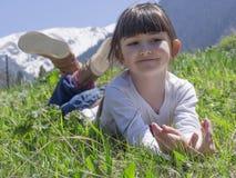 Muchacha en prado Foto de archivo