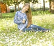 Muchacha en prado con las flores Imagen de archivo libre de regalías